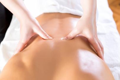 Les techniques manuelles (massages, postures...)